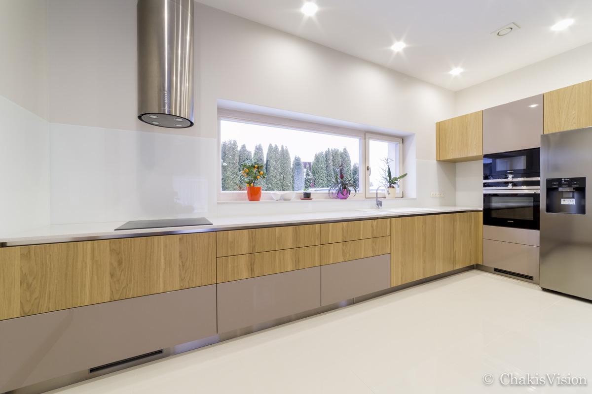 Līmēti virtuves sienu paneļi baltā krāsā