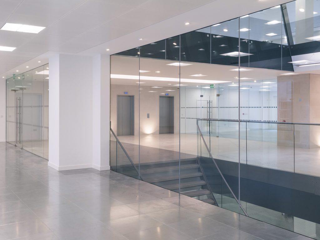 Stikla sienas