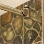 Bīdāmās durvis dušai